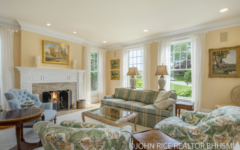 For Sale: Nantucket Inspired Cape Cod – Forest Hills