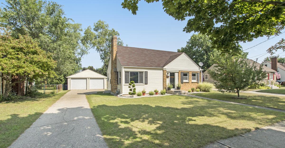 For Sale: 1053 Ellsmere St NE, Grand Rapids, MI 49505